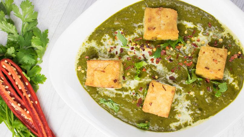 Palak Paneer Indisches Spinat Curry mit Käse Tofu